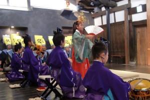 博多の街を祝い巡る「博多松囃子 稚児の舞楽」・日時 平成30年5月4日(祝金)15:50〜(20分程度)【終了しました】